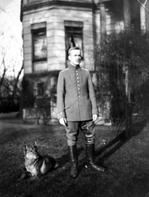Bremen 1914: Heinz Tölken vor dem Elternhaus am Osterdeich 1